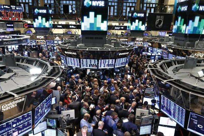 stock exchang The stock exchange is all about trading each week we do the following: discuss an important issue for traders highlight several technical trading methods, including current ideas.